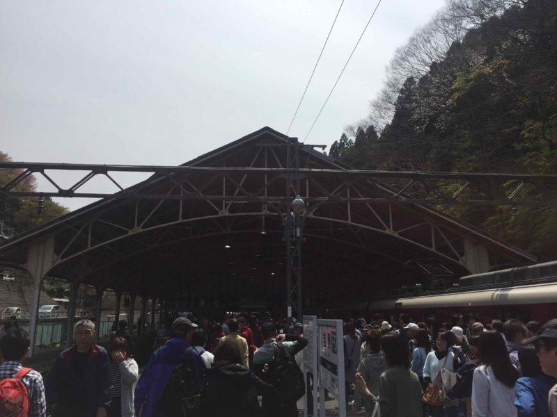 吉野駅の盛況ぶり